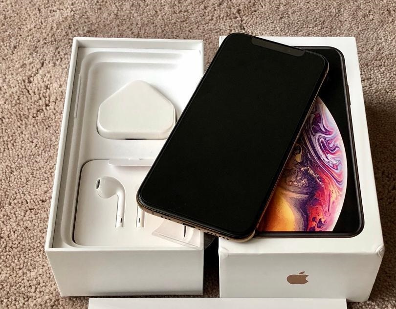 Apple iPhone Xs Post 4.JPG