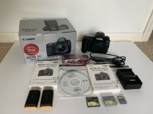 Canon EOS 5D Mark IV 30.4MP Digital SLR Camera - Black (Body Only)1200.jpg