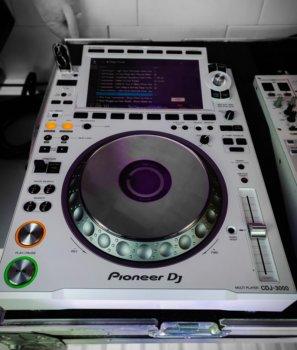 Pioneer CDJ3000White.jpg